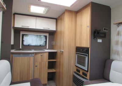 CARAVELAIR-ANTARES-335-KITCHEN