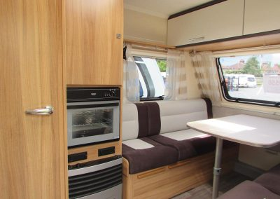 CARAVELAIR-ANTARES-335-KITCHEN-TO-LOUNGE