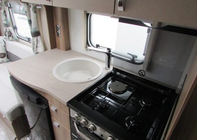 SWIFT-CHALLENGER-570-2016-KITCHEN-2