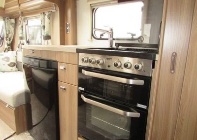 SWIFT-CHALLENGER-570-2016-KITCHEN